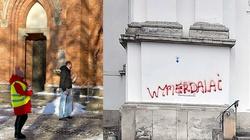 SK demoluje kościoły, WOŚP zbiera przed nimi pieniądze  - miniaturka