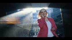 Znana aktorka prównała dwie reklamy polską i anglojęzyczną. Efekt jest szokujący - miniaturka