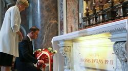 Prezydent Duda przy grobie św. Jana Pawła II - miniaturka