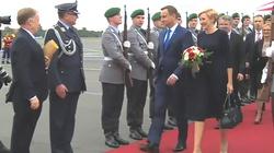 Prezydent Duda z wizytą we Francji. To pierwsza podróż zagraniczna po wyborach parlamentarnych - miniaturka