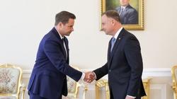Spotkanie Prezydenta Andrzeja Dudy z R. Trzaskowskim. Panowie podali sobie dłonie - miniaturka