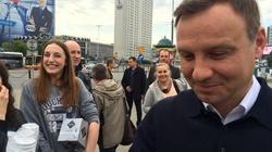 Duda o 7 rano rozdawał w centrum Warszawy kawę :) - miniaturka