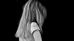 SZOKUJĄCE! Szwecja: Oddali jego córki muzułmanom. Chciał je wywieźć z kraju, polski sąd zadecyduje o ich losie... - miniaturka