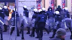 Marsz Niepodległości. Nieoficjalnie: Policja użyła broni bez zgody dowódcy - miniaturka
