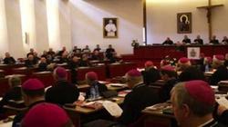Polski Kościół przeciwko karaniu kobiet, które dokonały aborcji i za pomocą dla uchodźców  - miniaturka