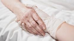 PO-KO chce nam zafundować 'ograniczoną eutanazję'? Niepokojąca wypowiedź kandydata - miniaturka