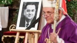 Bp Janocha wspomina ojca chrzestnego: Nie było w nim nienawiści - miniaturka