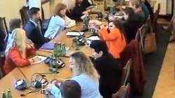 PiS zlikwidował gimnazja, więc Jachira założyła jedno w Sejmie? Zaskakujące zachowanie posłanki - miniaturka
