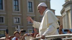 Papież sprzedał lamborghini. Pieniądze przekazał chrześcijanom w Iraku  - miniaturka