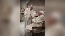 Franciszek i Benedykt XVI zostali zaszczepieni - miniaturka