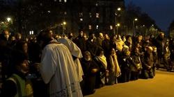 Niech Bóg błogosławi Francję! Ostanie tygodnie pokazały, że Kościół we Francji żyje - miniaturka