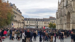 Francuzi domagają się powrotu publicznych Mszy - miniaturka