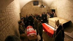 Ekshumacja ciał pary prezydenckiej 14.11. Pochówek 18.11, bez uroczystego pogrzebu - miniaturka