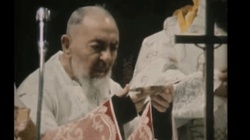 Koniecznie zobacz! Ostatnia msza św. Ojca Pio - dzień później odszedł do Pana - miniaturka