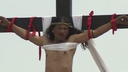 Pokutnicy na Filipinach dali się przybić do krzyży! Co na to Kościół? - miniaturka