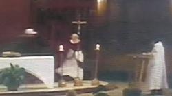Kanada: Nożownik RZUCIŁ SIĘ na księdza podczas mszy świętej!!! - miniaturka
