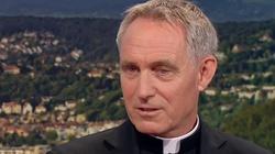Media: Papież wysłał na przymusowy urlop abp. Georga Gänsweina - miniaturka