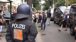 Pierwsza śmiertelna ofiara starć z policją w Berlinie  - miniaturka