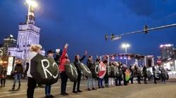 SZALEŃSTWO!!! Feministki zablokowały centrum Warszawy - miniaturka