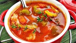 Kuchnia antydepresyjna: Gulasz z ryb po węgiersku - miniaturka