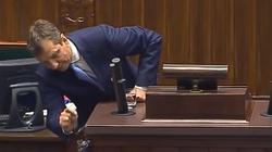 Halicki szaleje na mównicy i szuka ... podsłuchu! ZOBACZ! - miniaturka