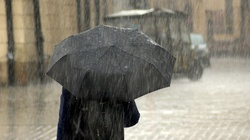 Niższe temperatury i przelotny deszcz. Niż Erick wkracza do Polski  - miniaturka