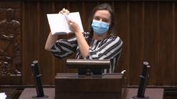 Szok! Jachira na sejmowej mównicy podarła… tekst Konstytucji RP [WIDEO] - miniaturka