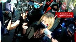 Agresywna dziennikarka ,,GW'' niszczy plakat prolife [WIDEO] - miniaturka