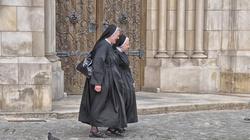 Miliony Polaków każdego dnia korzystają z pomocy Kościoła. To największa instytucja charytatywna!  - miniaturka