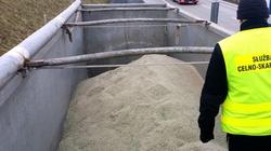 Funkcjonariusze KAS zatrzymali nielegalny transport 36 ton odpadów - miniaturka