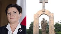 Szydło: Odrzucamy dyktat ateizmu, Polska weźmie ten pomnik!!! - miniaturka