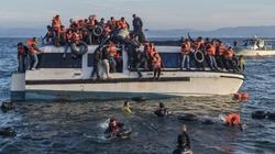 Kolejni imigranci dotarli do Europy. Utonęliby, gdyby nie ratownicy - miniaturka