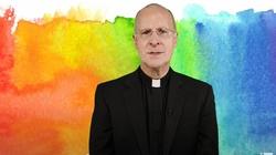 Katolicy mają dosyć! Zwracają się do jezuitów o potępienie o. Jamesa Martina - miniaturka