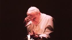 Egzorcysta: Gdy Jan Paweł II całował ziemię, złe duchy nie wytrzymywały - miniaturka