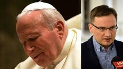 Dość szkalowania św. Jana Pawła II w Polsce! Prokurator wkracza - miniaturka