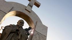Francja: Pomnik Jana Pawła II z krzyżem? To zniewaga! - miniaturka