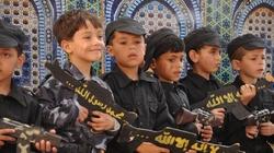 Tysiące dzieci jest zmuszanych do walki - miniaturka