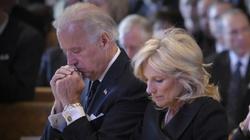 Abp Naumann: prezydent Biden udaje, że jest pobożnym katolikiem - miniaturka