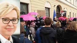 Jadwiga Wiśniewska dla Frondy: Dbajmy o swoje rodziny, bo to w nie wymierzony jest atak - miniaturka