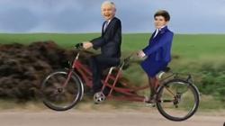 W publicznej telewizji Niemcy wrzucili Kaczyńskiego i Szydło w gnój - miniaturka