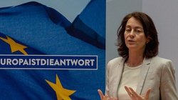 ,,Zagłodzić Polskę'' po raz drugi. Katarina Barley: natychmiast zablokować fundusze unijne dla Węgier i Polski - miniaturka