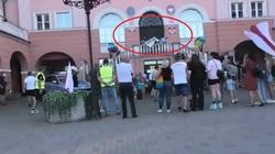 """(Wideo) Kibice """"rozwiązali"""" manifestację LGBT. Tym razem aktywiści LGBT wołali na pomoc policjantów - miniaturka"""