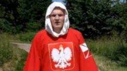 Przemierza Polskę z krzyżem i modli się za naród - miniaturka