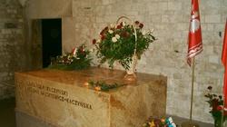 'Hieny wawelskie' blokowały wizytę na grobie Prezydenta - miniaturka