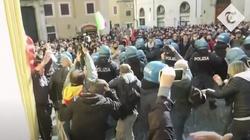 [Wideo] Włochy. Starcia przedsiębiorców z policją. Protesty przeciwko obostrzeniom Covid - miniaturka