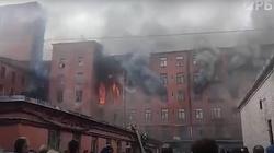 [Wideo] Petersburg. Z pożarem XIX-wiecznej fabryki walczą wojskowe śmigłowce - miniaturka