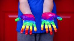 Porażka ideologii gender w UK! Dzieci nie mogą podejmować decyzji o ,,zmianie płci'' - miniaturka