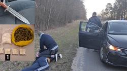 Bagnetem zaatakował policjantów. Miał prawie 2 kilogramy narkotyków - miniaturka