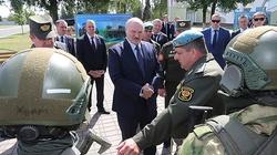 Łukaszenka żąda nietykalności. Chce oddać władzę? - miniaturka