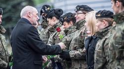 Szef MON o kobietach-żołnierzach: 'Wpisujecie się w wielką polską tradycję służby Emilii Plater' - miniaturka